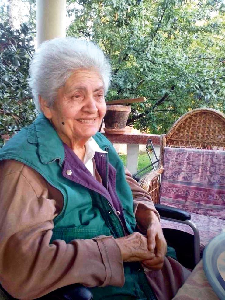 Milica Tomić (84) na slici ispričala je ćerki Živani šta se dogodilo, a ona je slučaj prijavila policiji