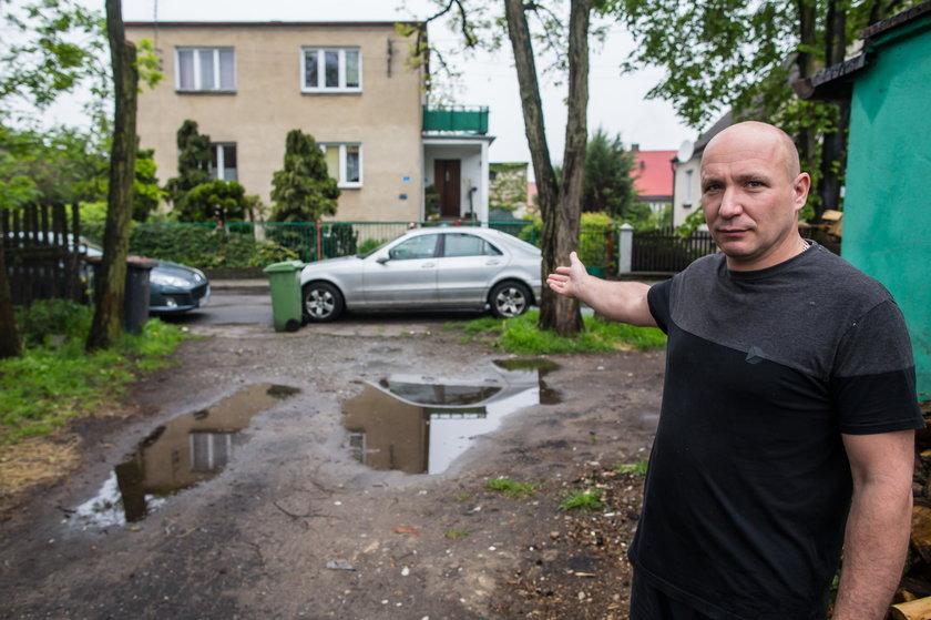 Sąsiedzka wojna o wjazd na ulicę