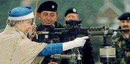 Książę Karol ma kosę z królową Elżbietą