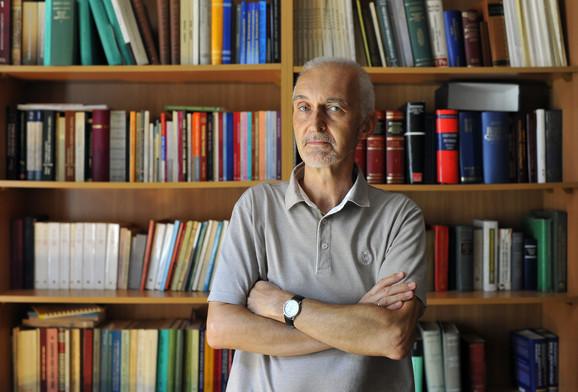 Akademik Aleksandar Loma