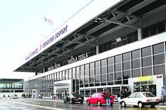 Norvežanin ugasio cigaretu ispred beogradskog aerodroma, i OSTAO BEZ PASOŠA