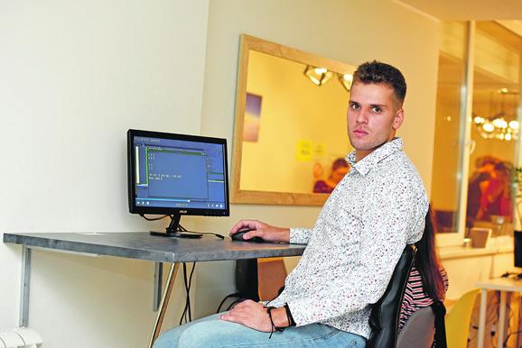 Bojan Martinović pomaže studentima