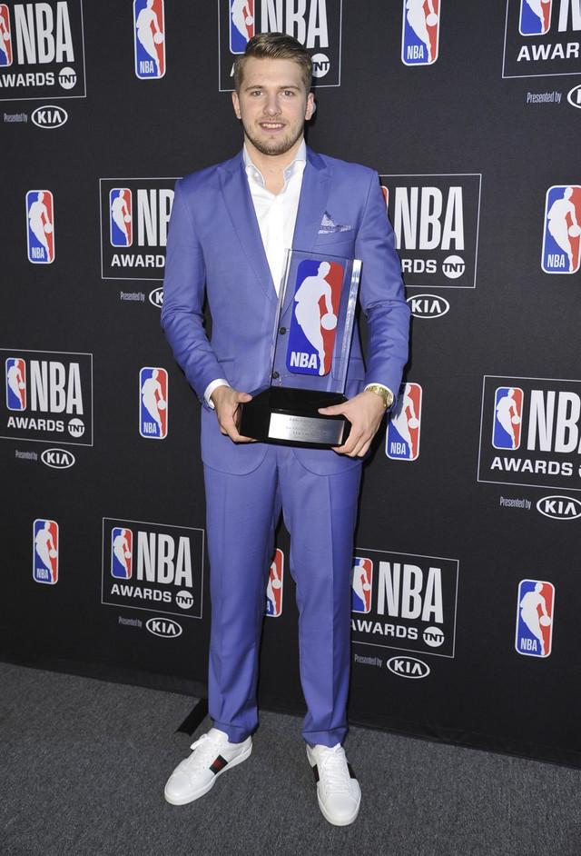 Luka Dončić sa nagradom za najboljeg NBA početnika u sezoni 2018/2019