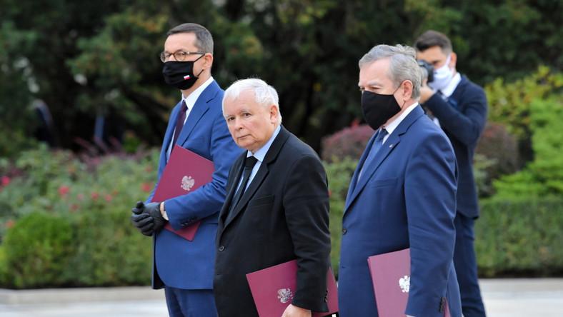Premier RP Mateusz Morawiecki, wicepremier Jarosław Kaczyński oraz wicepremier, minister kultury i sportu Piotr Gliński