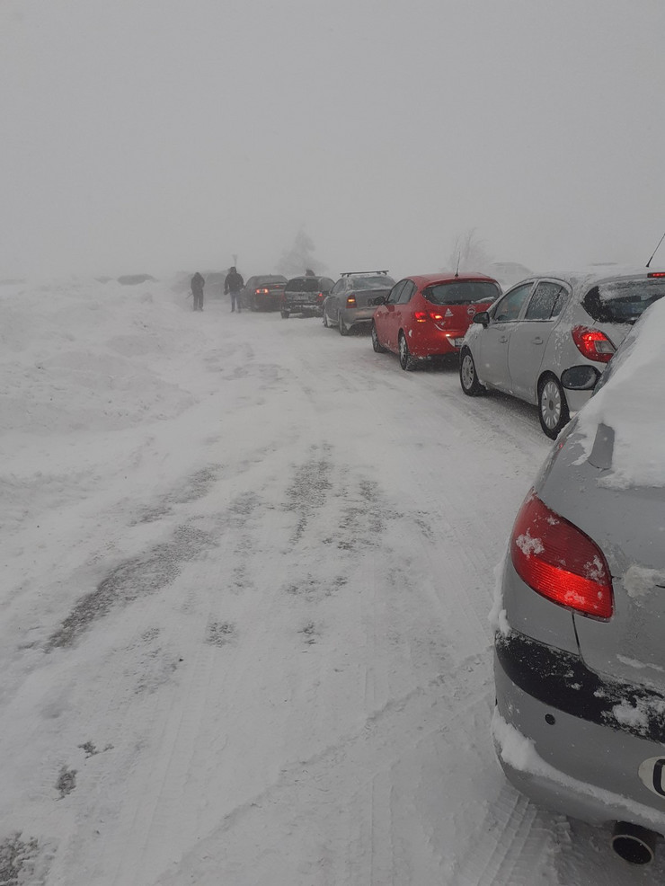 Duivčibare, smetovi, sneg, zavejeni automobili
