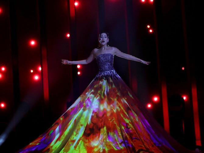 Svi pričaju o evrovizijskoj haljini od 65.000 evra: Ali čekajte da čujete koliko je TEŠKA i koliko je DUGO PRAVLJENA