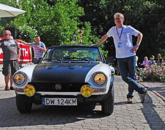 Także publiczność wybrała ten jeden jedyny najpiękniejszy pojazd - okrzyknięto nim replikę Fiata 124 Abarth należącą do Szymona Chojnowskiego