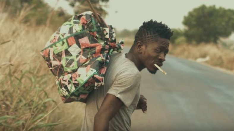 "Shatta Wale walks on the street and shares his story in ""Story To Tell"" music video"