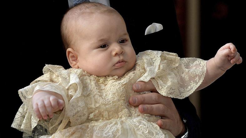 Było też rodzeństwo księżnej Kate, młodszy brat Williama, książę Harry i ich przyjaciele z dzieciństwa i ze studiów na Uniwersytecie St Andrews w Szkocji, gdzie się poznali.