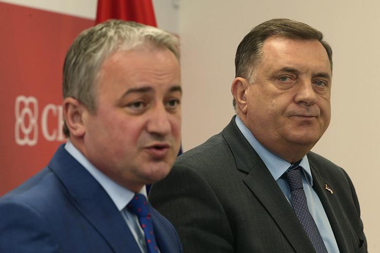 Branislav-Borenovic-lider-PDP-a-i-Milorad-Dodik-lider-SNSD-a-03-foto-S-PASALIC