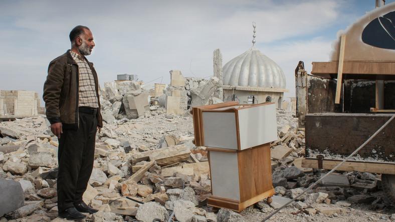 Symbolem walk między syryjskimi powstańcami a siłami wiernymi prezydentowi Baszarowi el-Asadowi stał się tysiącletni minaret meczetu Umajjadów w Damaszku. Liczący 45 m wysokości wraz z całym starym miastem tworzył cenny historyczny zespół, wpisany w 1988 roku na Listę Światowego Dziedzictwa Kulturowego i Przyrodniczego UNESCO