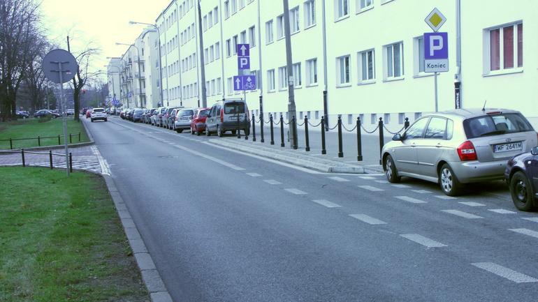 Pas dla rowerów… z przeszkodami dla samochodów