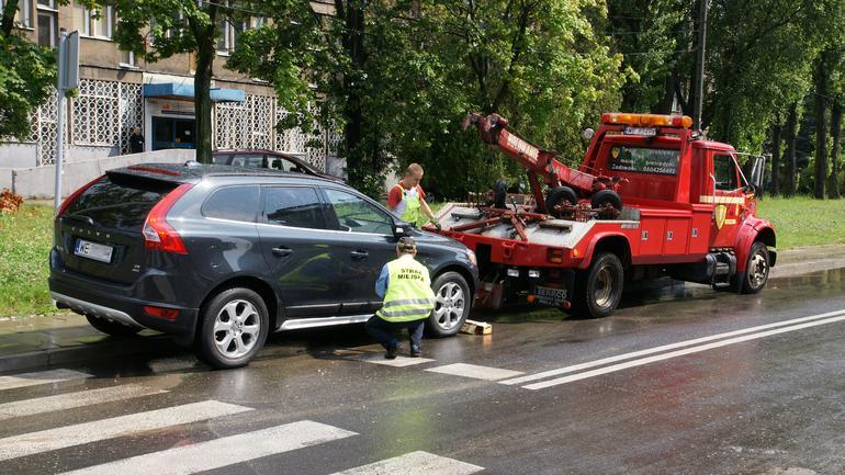 Odholowanie nieprawidłowo zaparkowanego samochodu