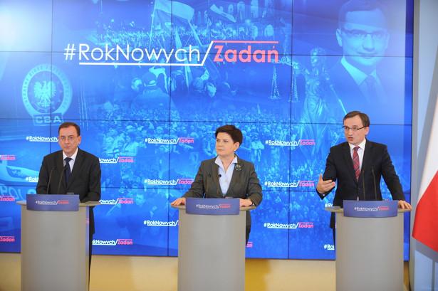 Premier Beata Szydło, minister sprawiedliwości prokurator generalny Zbigniew Ziobro i koordynator służb specjalnych Mariusz Kamiński