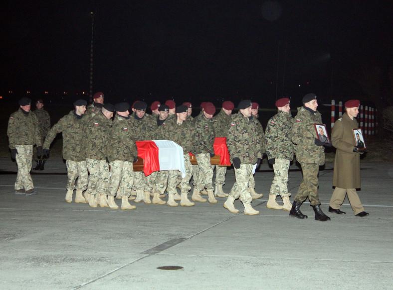 Ciała poległych w Afganistanie żołnierzy wróciły do Polski