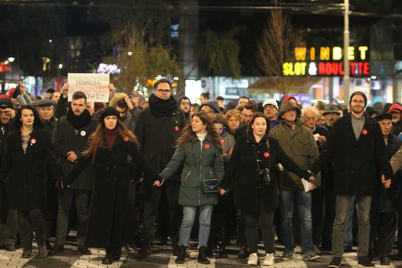 Šetnju predvode studenti koji su učestvovali u blokari Rektorata