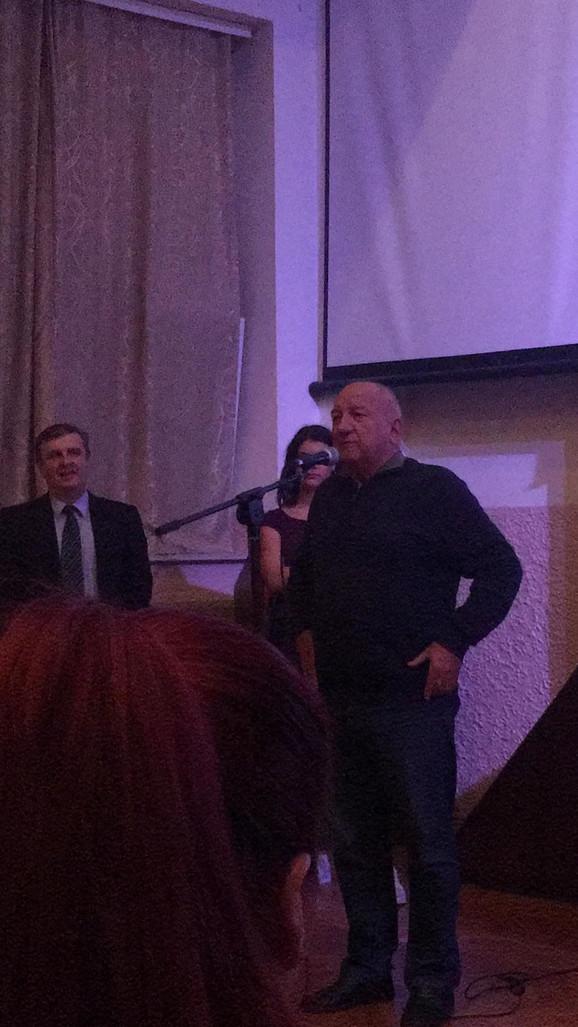 Ivan Bekjarev sa ponosom govori o svom školovanju u Šestoj beogradskoj gimnaziji
