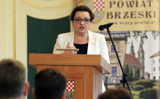 Anna Zalewska twierdzi, że jest ponad 50 tysięcy wolnych miejsc w liceach