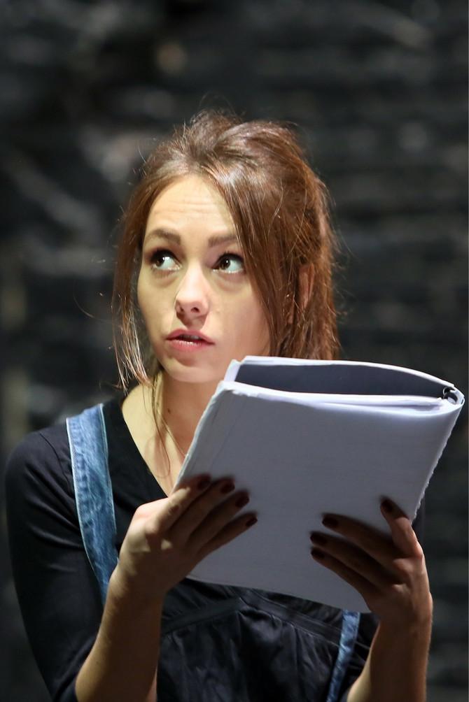 Jovana na probi u pozorištu