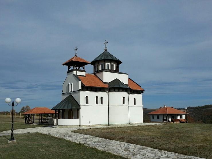 Crkva Brezovice zakljucana01_foto Predrag Vujanac