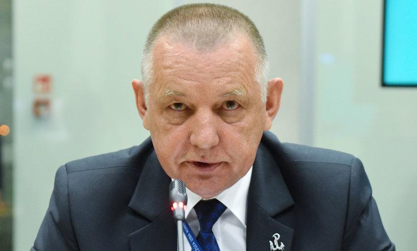 Marian Banaś, prezes NIK, przeszedł do kontrataku i powiadomił premiera, CBA oraz Jarosława Kaczyńskiego o tym, co w ostatnich latach miało dziać się w zarządzanym przez resort Zbigniew Ziobry, Funduszu Sprawiedliwości.