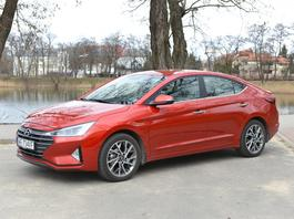 Hyundai Elantra 1.6 6AT – model z aspiracjami | TEST