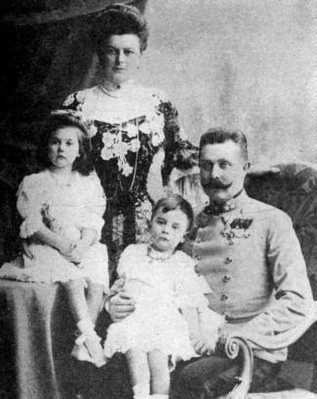 Franc Ferdinand i Sofija Hotek sa decom