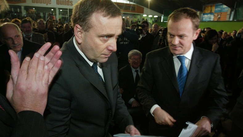 Grzegorz Schetyna i Donald Tusk na konwencji samorządowej PO w marcu 2006 roku