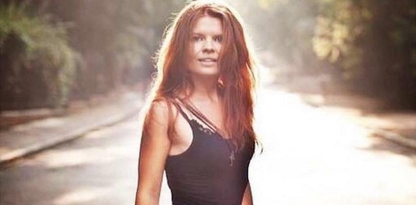 Ta rudowłosa piękność to znana prezenterka! Poznajesz ją?