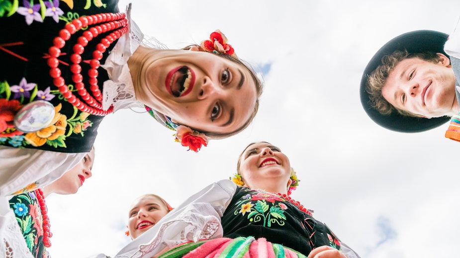 Folklor Polski: ciekawe miejsca, stroje ludowe, sztuka ludowa, święta i tradycje