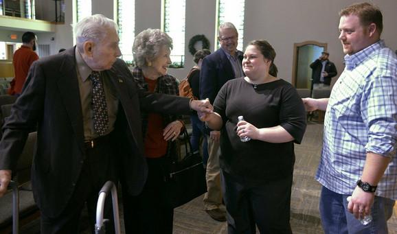 Amanda i Ričard Hamfri (desno) i Luiz Grejs u crkvi
