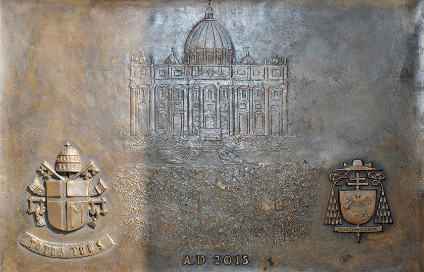 Dwrzi upamiętniające papieża w Niegowici