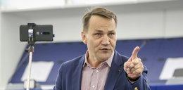 Radosław Sikorski z ręką na temblaku. Co się stało?