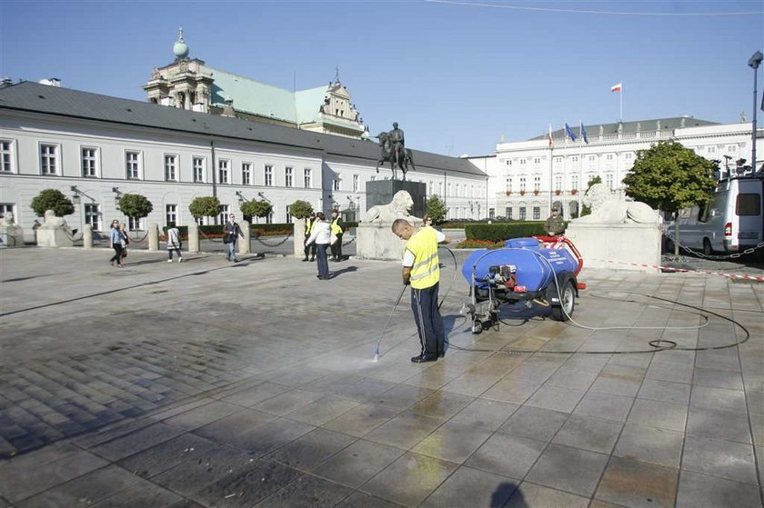 Barierki znikły sprzed Pałacu
