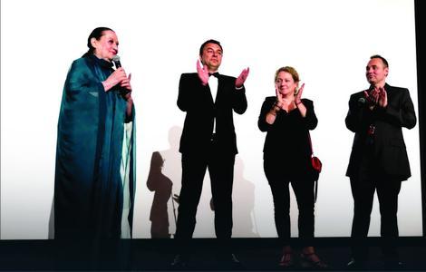 """Jugoslav Pantelić u Kanu sa Oliverom Katarinom pred projekciju """"Skupljača perja"""""""