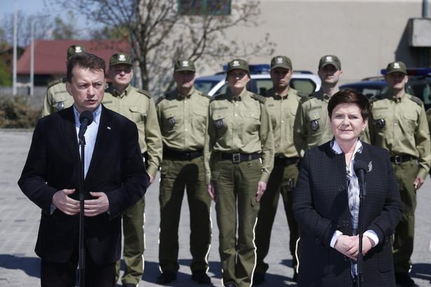 Beata Szydło i Mariusz Błaszczak po spotkaniu z funkcjonariuszami straży granicznej w Bielsku-Białej.