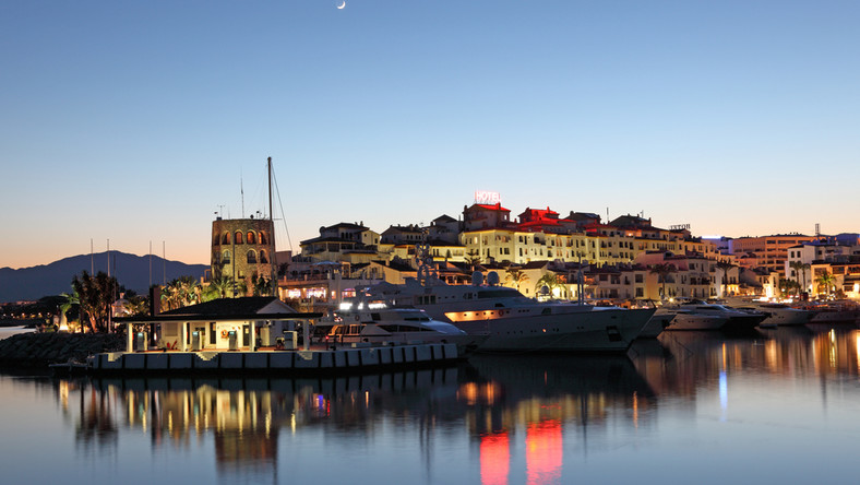 Marbella. Malowniczo zapada zmierzch