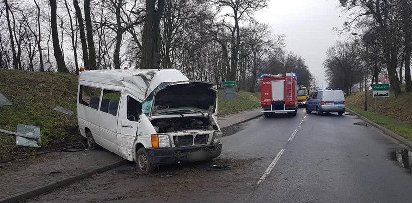 Koszmar na drodze! Wypadek busa z niepełnosprawnymi dziećmi