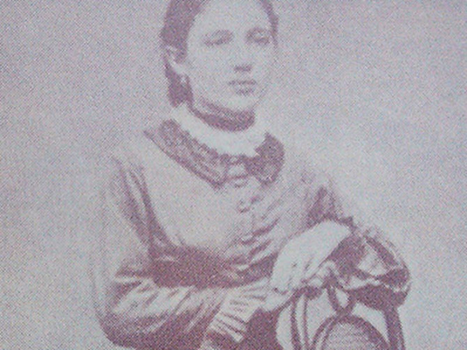 Ona je bila ugledna Nemica, on seljački sin. Uprkos zabranama, Lujza postaje žena proslavljenog srpskog vojvode