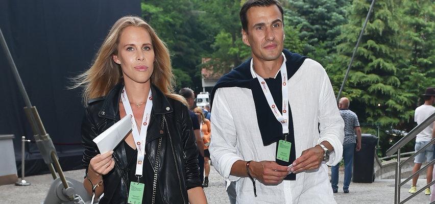 Jarosław Bieniuk i Zuzanna Pactwa bawią się na SuperHit Festiwal 2021. Wygląda to na poważny związek