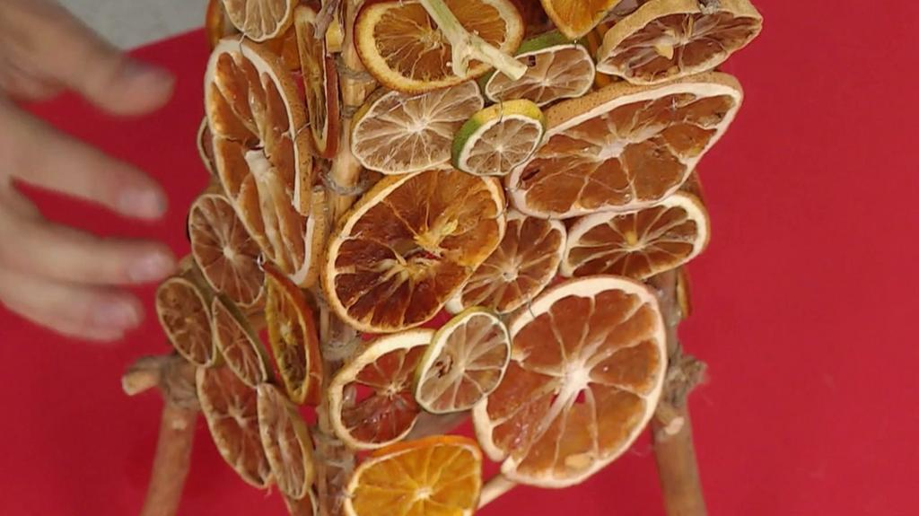 """Artzooka: Lampa z patyków i pomarańczy"""""""