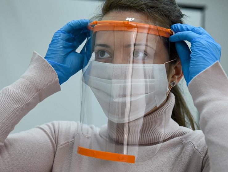 Kragujevac Centar za bioinjenjering proizvodnja zastitnih medicinskih vizira 240320 RAS foto Nebojsa Raus08