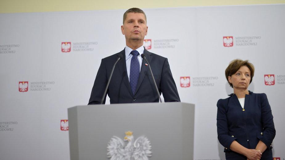 Minister Piontkowski na wczorajszej konferencji prasowej