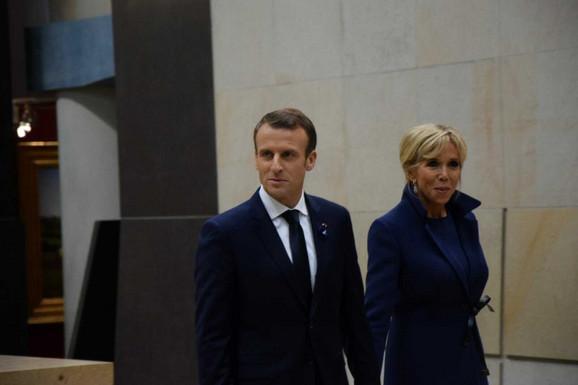 Emanuel Makron sa suprugom