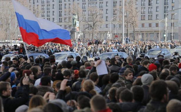 Świadkowie informują o zatrzymaniach uczestników zgromadzenia, odbywającego się w centrum Moskwy pod hasłami walki z korupcją