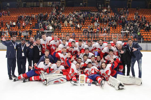 Slavlje naših mladih hokejaša posle osvajanja zlata na SP