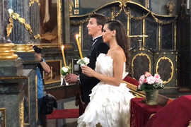 ANJA POLJUBILA IKONU, IGO SE PREKRSTIO Mladenci ispoštovali sve srpske običaje u crkvi (VIDEO)