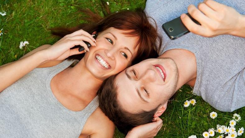 Co trzeci nastolatek nie wyobraża sobie dnia bez telefonu komórkowego
