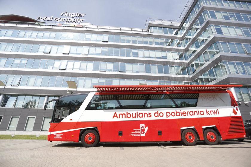 To nie był pierwszy pobór krwi przed siedzibą RASP w Warszawie i – najpewniej – nieostatni