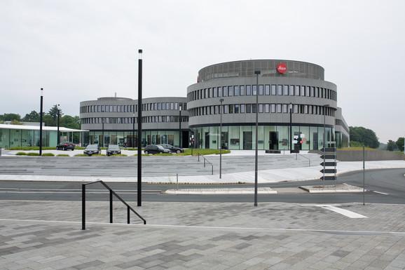 Sedište Lajke je u jednom malom nemačkom gradu nadomak Frankfurta